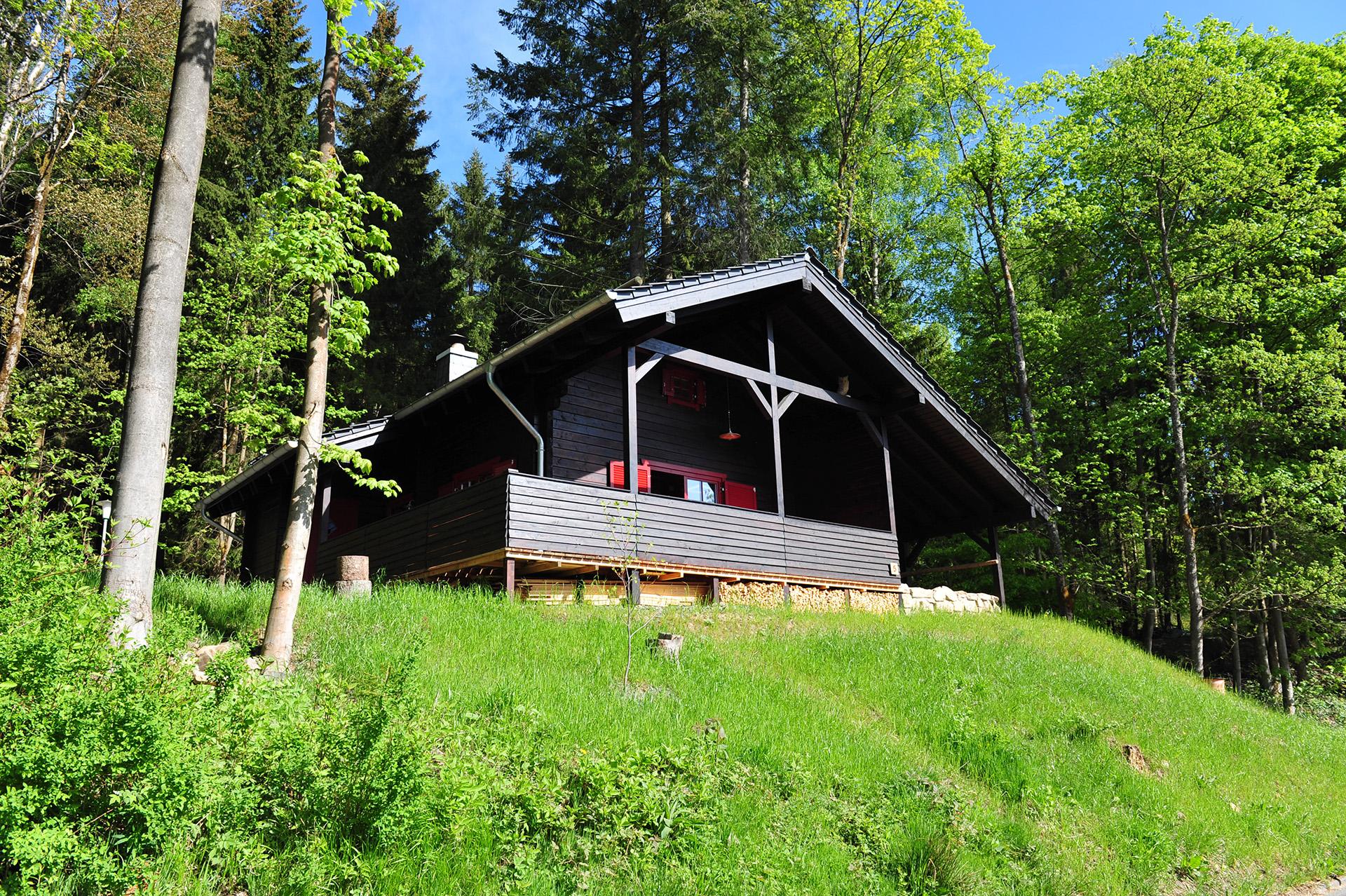 Blockhaus-Bodefall-Außenansicht-Blockhaus-im-Mai