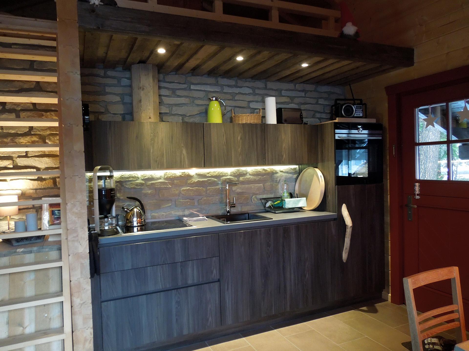 Blockhaus-Bodefall-Innenansicht-Küche