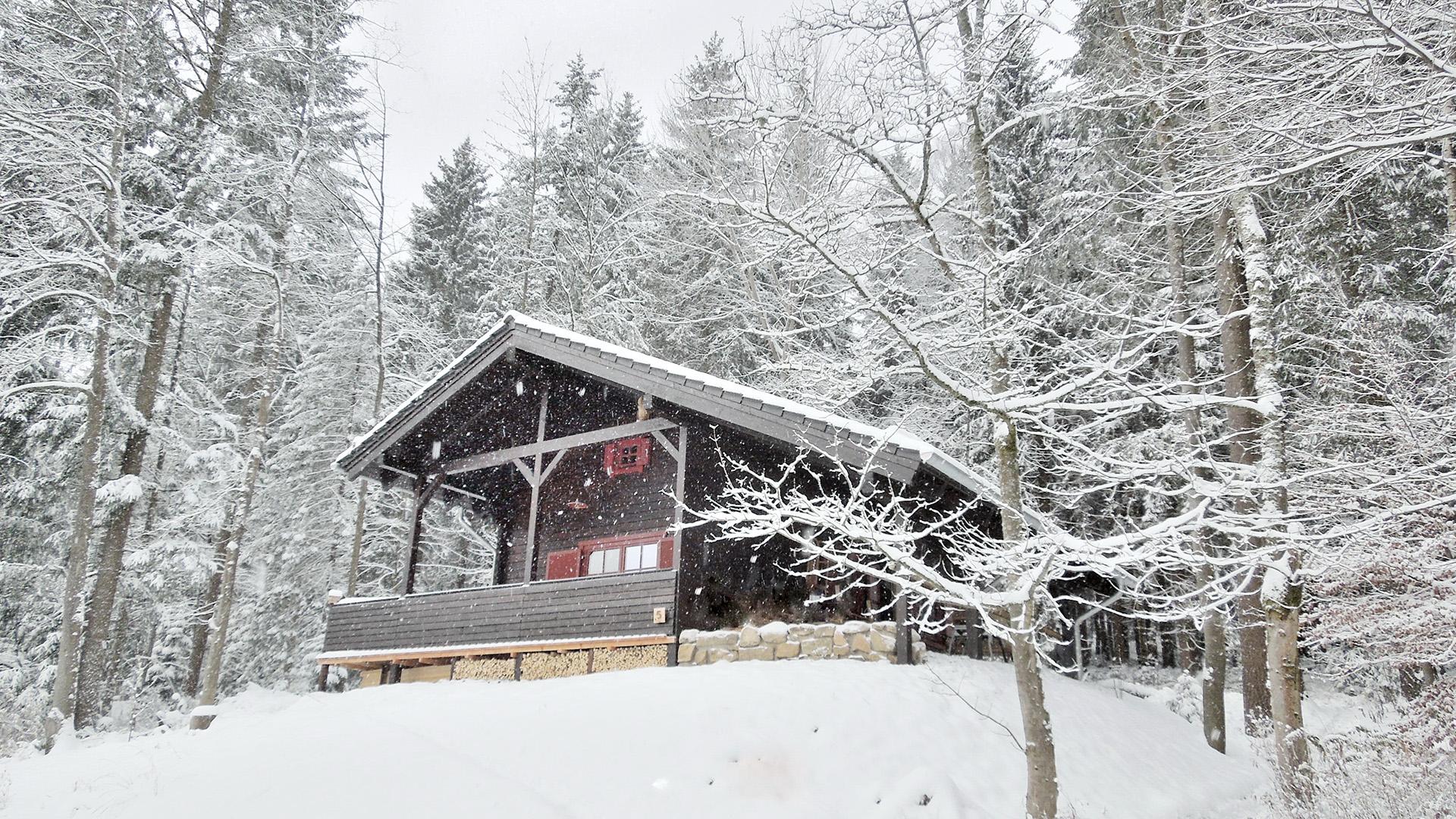Blockhaus-Bodefall-Winter-Blockhaus-im-Schnee